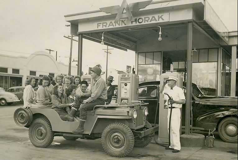 HORAK-SERVICE-STATION-1946-OLE-CARSTON-IN-JEEP